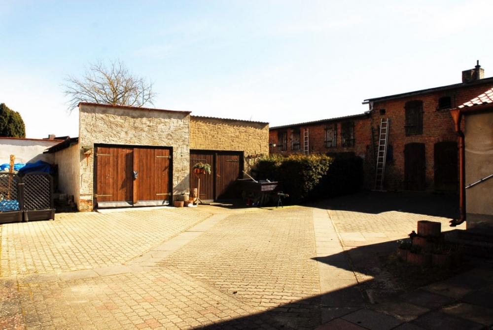 Garagen auf dem Hof.png
