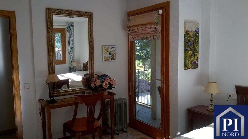 Schlafzimmer mit Zugang zum....png